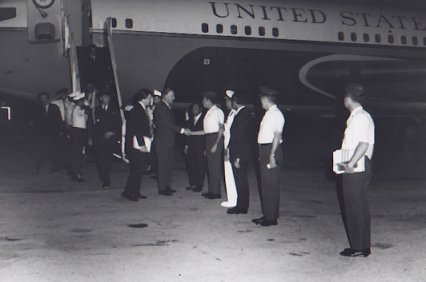 2_photos_vice_president_agnew_arriving_g